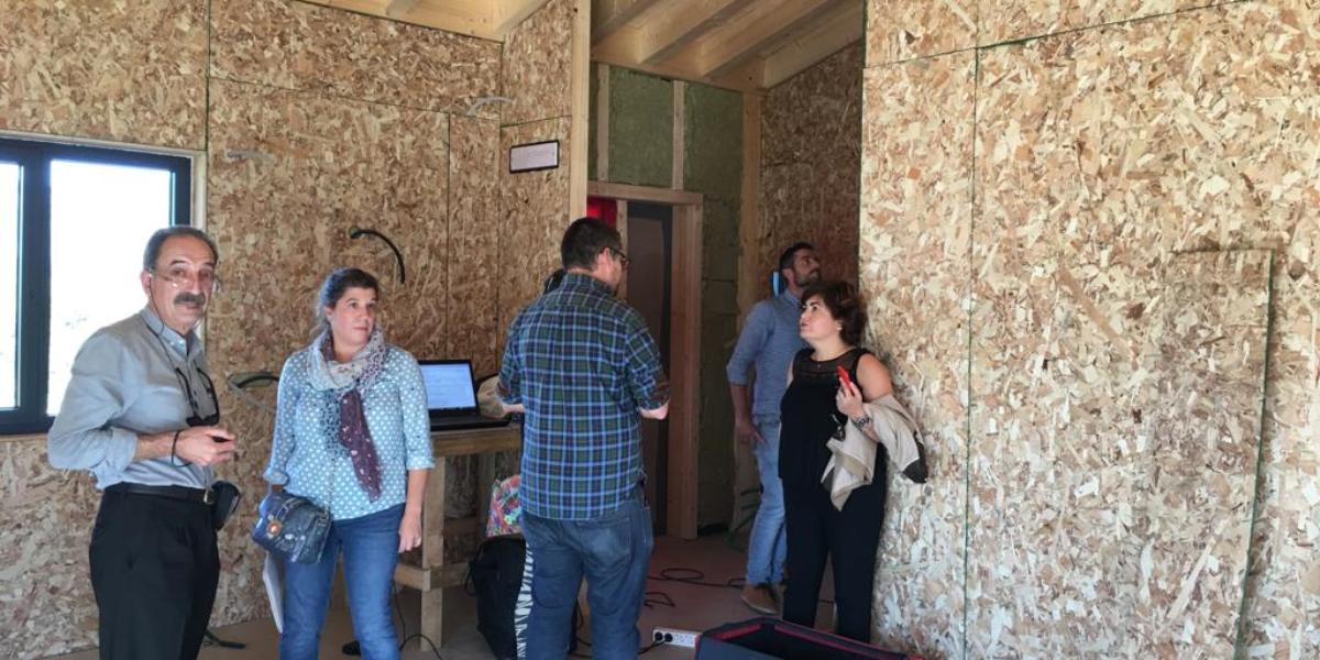 """El seminario de Passivhaus PEP concluye con un ensayo """"Blower Door"""" en una vivienda en construcción"""